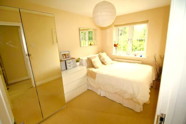 Epping Lovely Peaceful Modern Double Bedroom - Epping - Huis