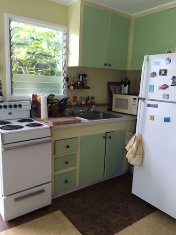 Cosy 1 bedroom apt above garage 2 mn to beach - Waimanalo - Casa