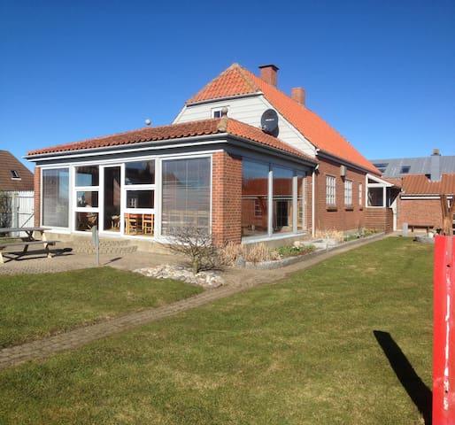 Rummeligt familiehus tæt på havet - Lemvig - Casa