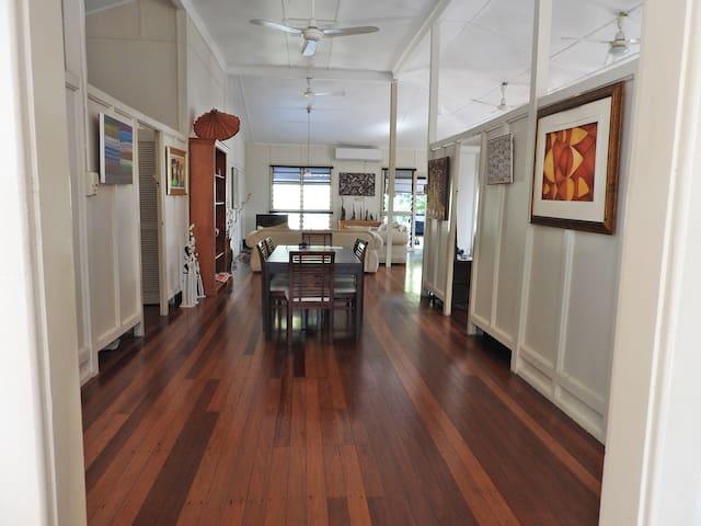 Tropical heritage house near CBD - 1 or 2 bedrooms - Larrakeyah - Hus