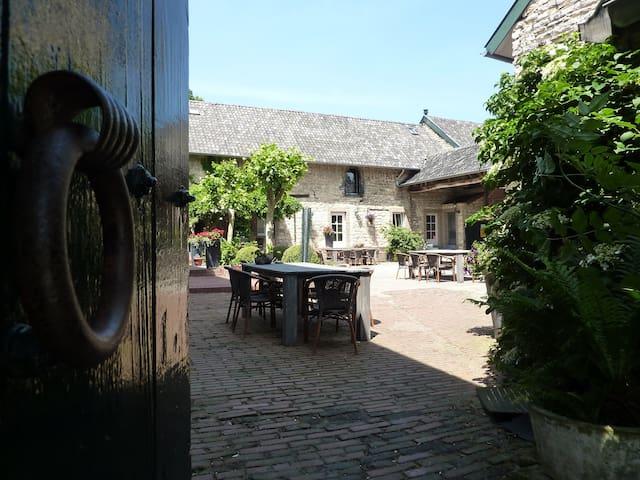 Cosy apartment in medieval farm near Aachen - Bocholtz - Leilighet