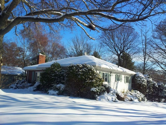 Charming and Furnished Studio Close to Boston - Milton - Huis