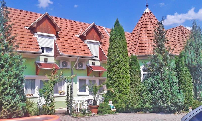 Tünde vendégház Main House - Bogács - Huis