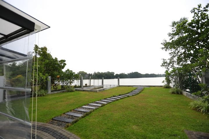 Duwa Luxury Lake View Villa in Kaduruduwa Panadura - Panadura - Villa