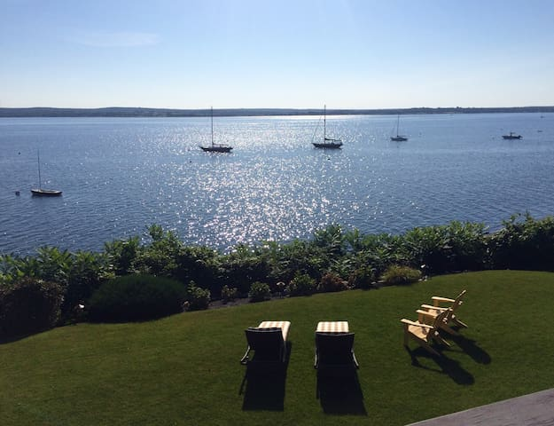 Spectacular 2 Bedroom right on the ocean. - Portsmouth - Hus