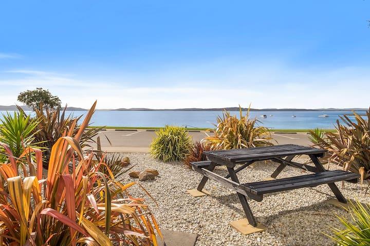 Selfcontained Beachfront Apartment  - Blackmans Bay - Leilighet