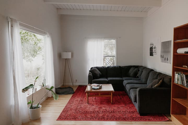 Cozy Cottage with Midcentury Touches - Redding - Huis