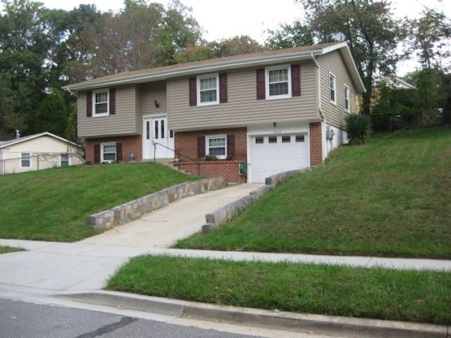 Privacy in a bustling city! Near DC - Fort Washington - Casa