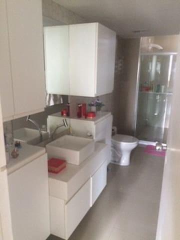 Quarto para casal em apartamento em area nobre - Recife - Byt