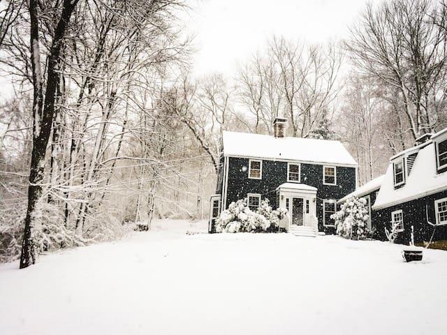 Peaceful New England Retreat - Wood Room - Wilton