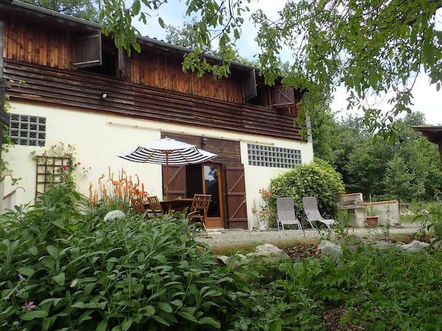 Gîte en pleine nature avec piscine - Camarade - Huis