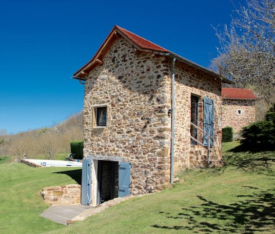 CHARMING DOVECOTE WITH HEATED SWIMMING POOL - Saint-Rémy - Huis