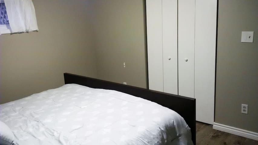 Bright Basement Apartment - Halton Hills - Appartement