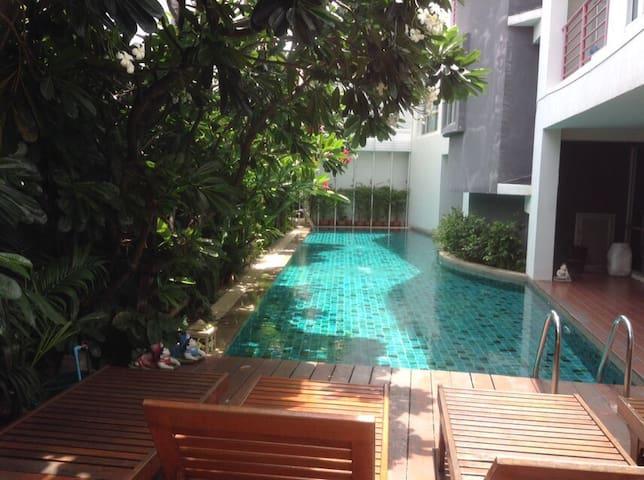 Nice, clean & quiet one bedroom, near khaosarn rd - Bangkok - Appartement
