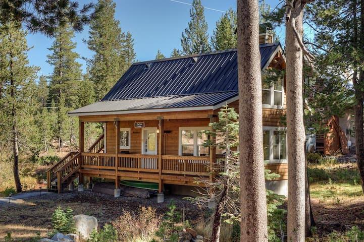 Secluded Serene Lakes Cottage - Soda Springs - Houten huisje
