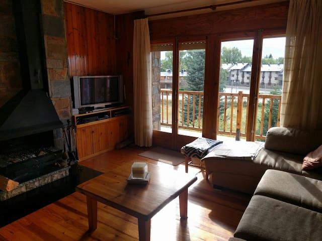 Apartamento  familiar y  acogedor - Llívia - Lägenhet