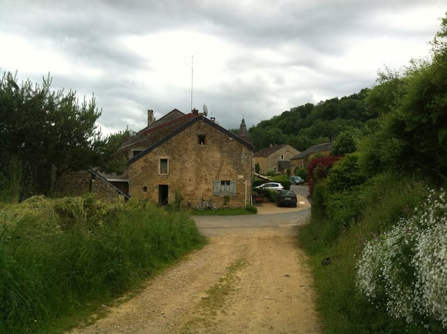 Charmante maison à Auflance - Florenville - Bed & Breakfast