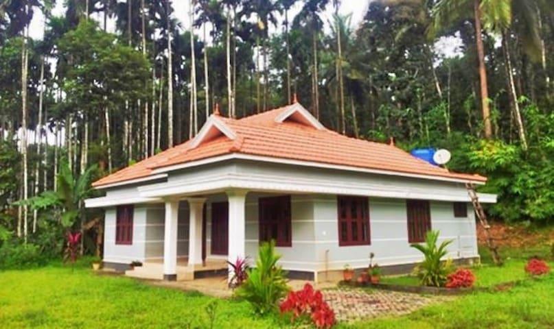 Organic Farmhouse for a homely stay - Muvattupuzha - House
