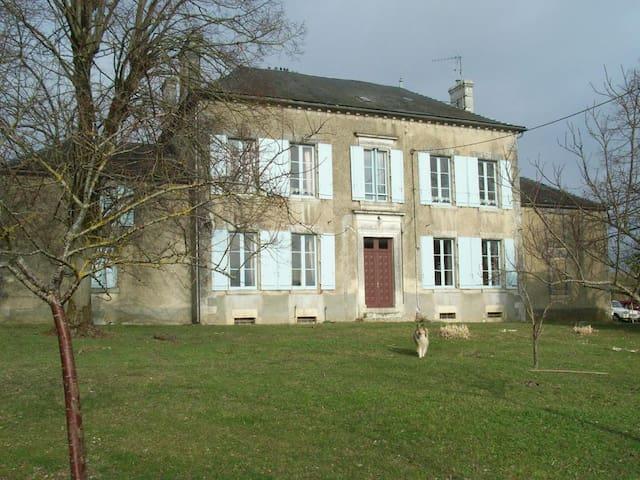 Le Logis de la Grange - Marcillac-Lanville - Bed & Breakfast