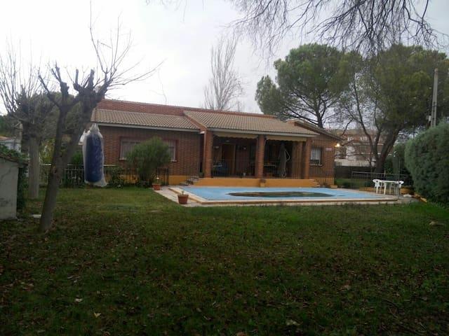 Casa vacacional a 40 km de Madrid - El Álamo - Casa