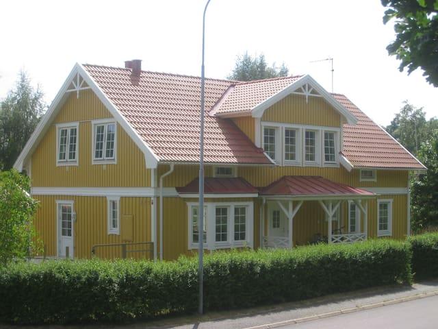 Big house in nice nature near sea - Onsala - Talo
