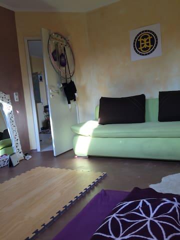 Kleines, schönes Zimmer zum Ausruhen und Schlafen - Rümpel - Lägenhet