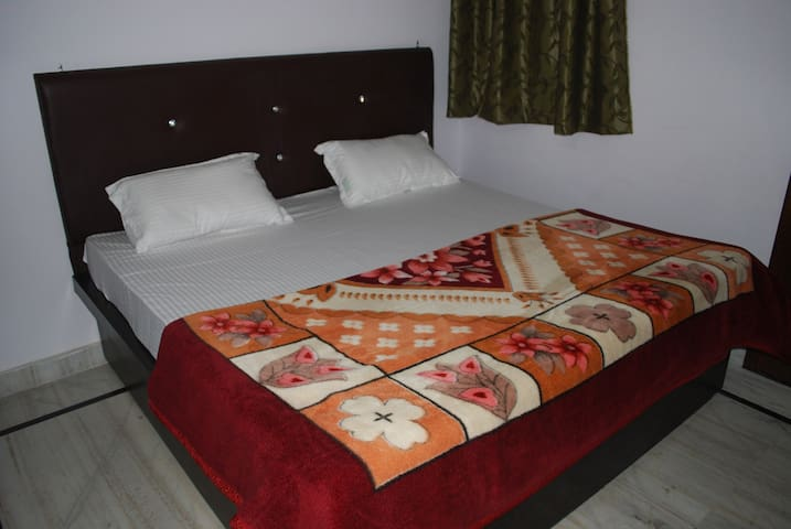 TajMahal Home Stay - Agra - Bed & Breakfast