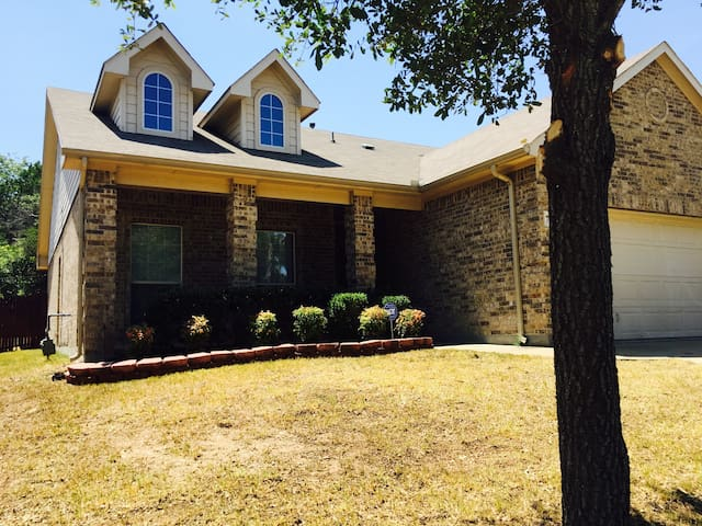 Cozy, Relax and, Charming 3/2 Home - Dallas - Casa