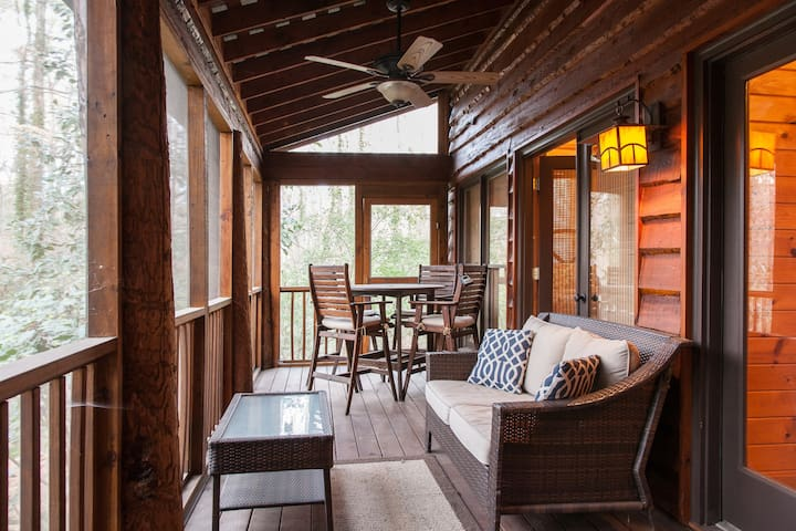 Unique, Wooded Cabin w/ Private Two Bedroom Suite - Sandy Springs