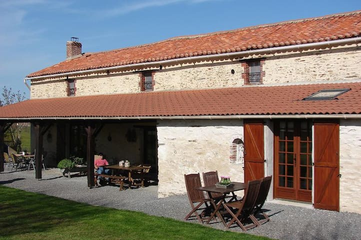 Studio with acces to pool - Loge-Fougereuse