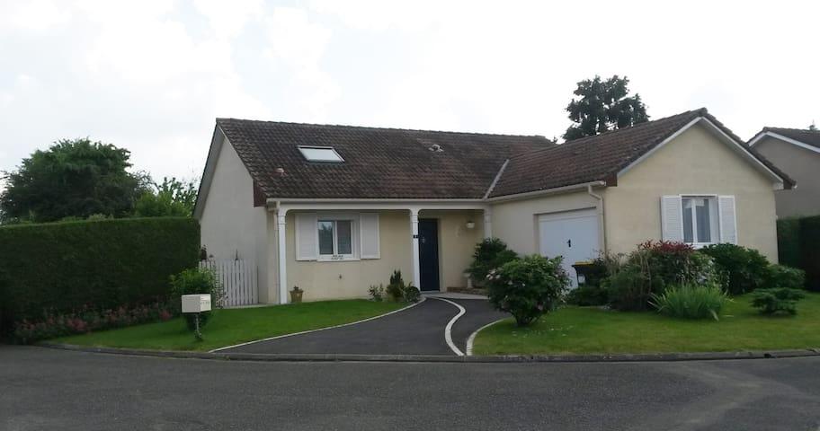 Chambre à 5 minutes du centre ville du Mans - Saint-Pavace - Hus