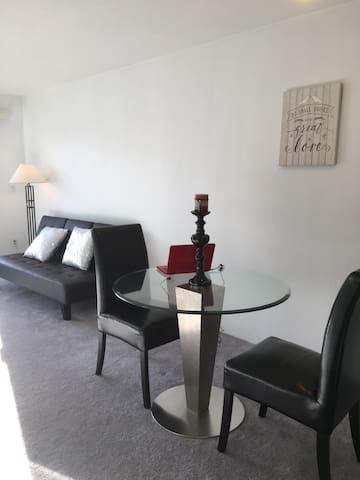 Modernized studio apartment - Concord - Apartment