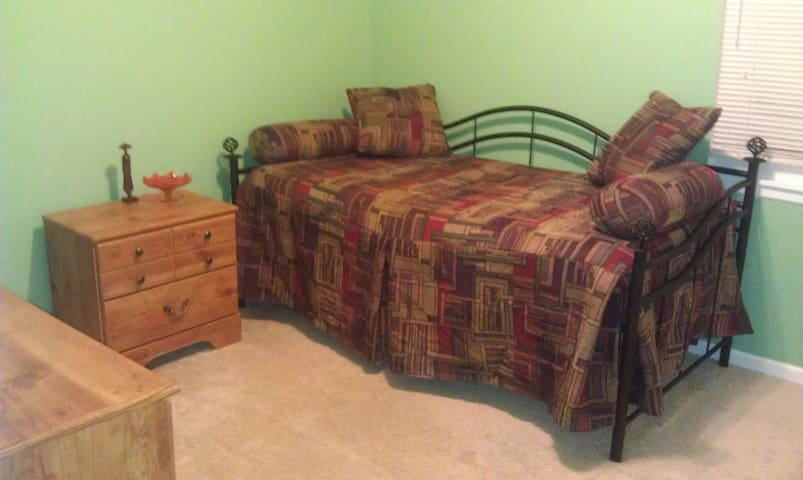 One bedroom with ammenities - Blue Springs - Casa