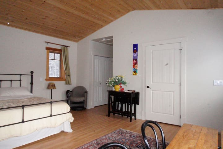 KnolLodge, Mountain-view private rooms - Millarville - Gîte nature