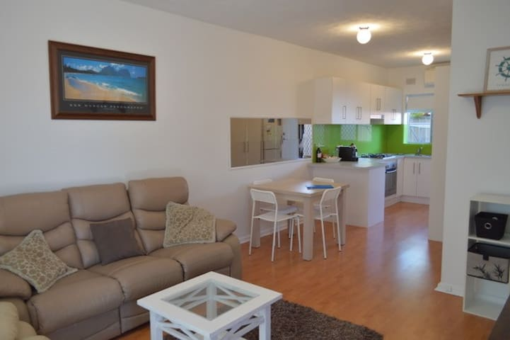 CLOSE TO BEACH - BUDGET BEACHSIDE ACCOMMODATION - Largs North - Daire