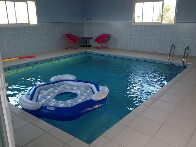 Agréable gite avec piscine intérieure chauffée 31° - Camplong-d'Aude - Departamento
