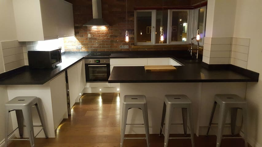 LARGE DOUBLE BEDROOM IN MODERN APARTMENT - Portsmouth - Departamento