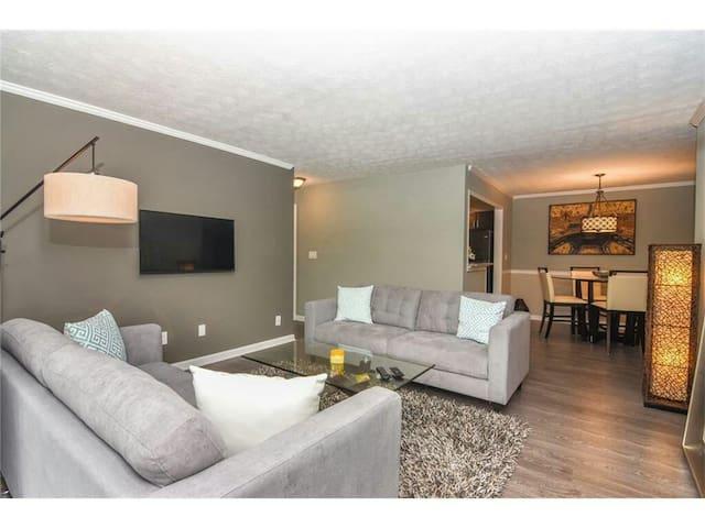 Modern 2 bedroom condominium in sandy springs - Sandy Springs