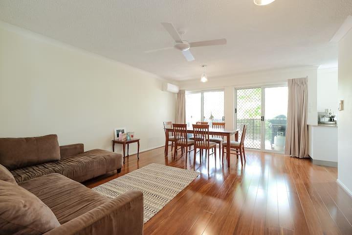 Quiet, Convenient & Comfy - East Brisbane