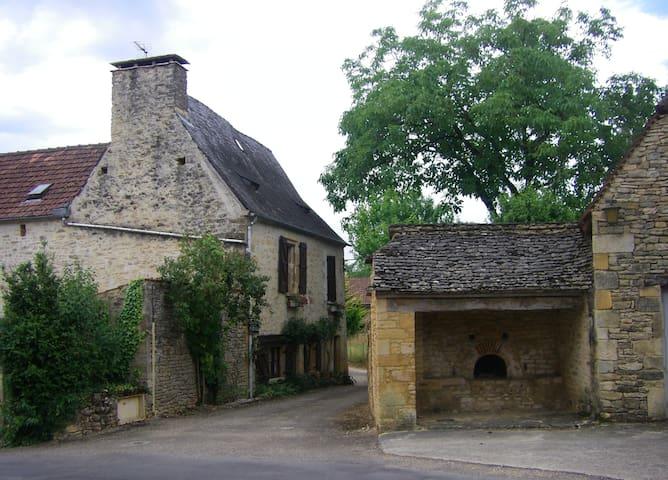 Agréable gîte à la campane - Archignac - Huis