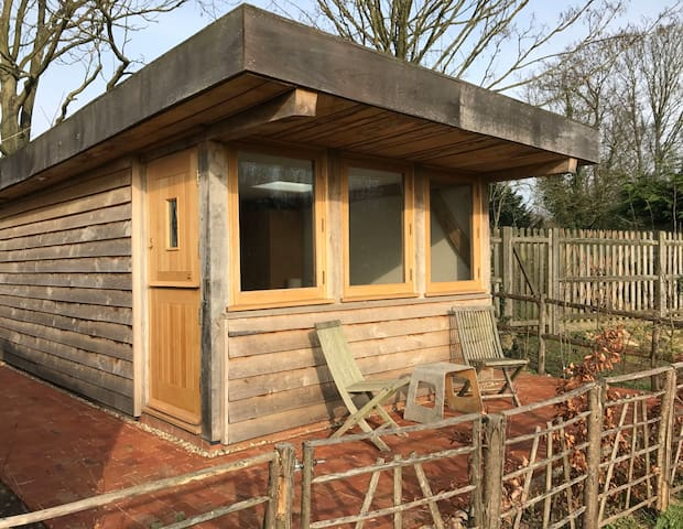Oak framed guesthouse with wetroom & country view - Yalding