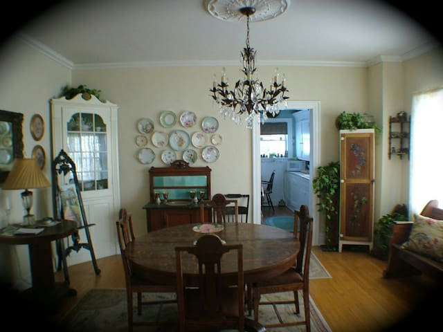 Historic Cedar Rose Cottage - Owasso