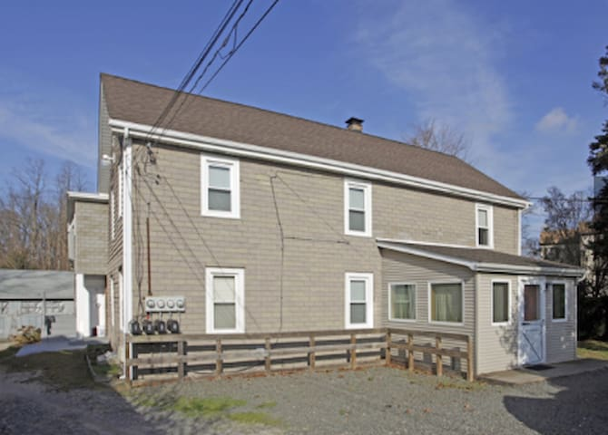 Cozy Private Apt Near LIRR & Huntington Village! - Huntington Station - Apartamento