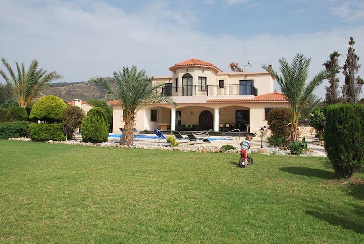 SEA FRONT Luxury Villa - 4 bedrooms - Argaka