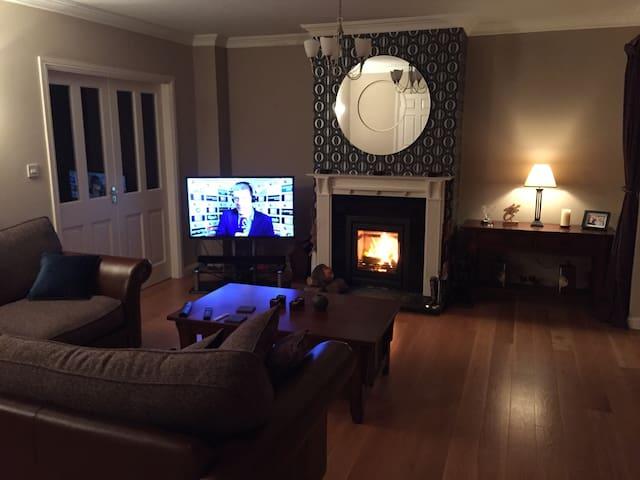 Spacious, quiet & comfortable home - Tuam