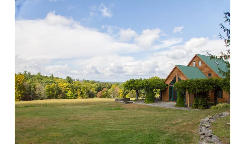 Secluded Hudson Valley Post and Beam Estate + Pool - Staatsburg