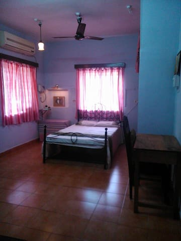Private, Spacious Fully-Loaded Double Bedroom+Bath - Saligao