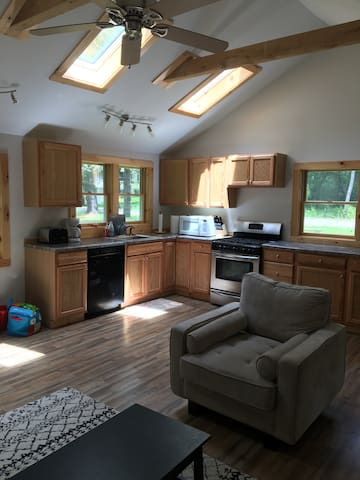 Baby-Friendly Home walking distance to lake! - Ancramdale - Casa