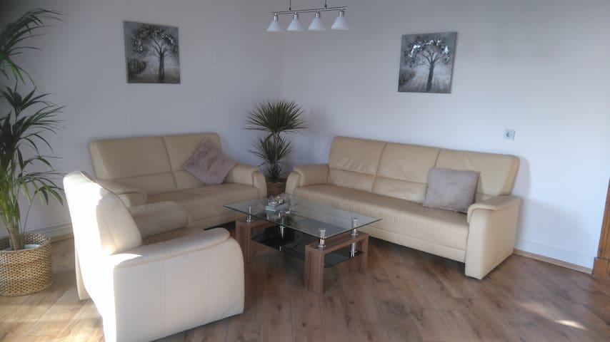 Ferien- und Monteurswohnung Baumann - Bunde - Apartamento