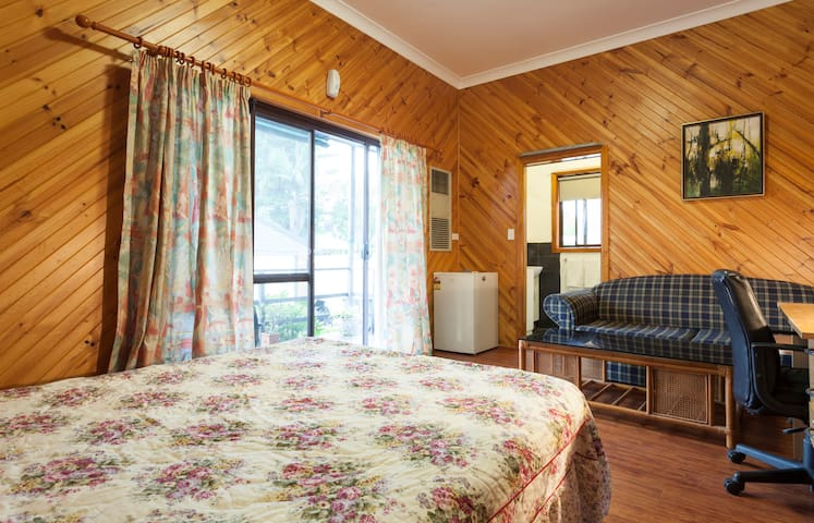 Private room walk to train and bus - North Ryde - Casa